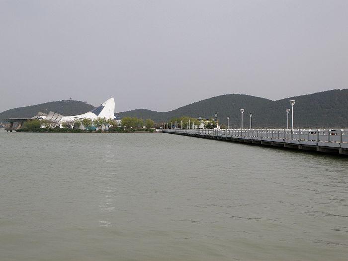 云龙湖风景区是国家水利风景区,位于徐州市西南奎河上游,距离徐州市