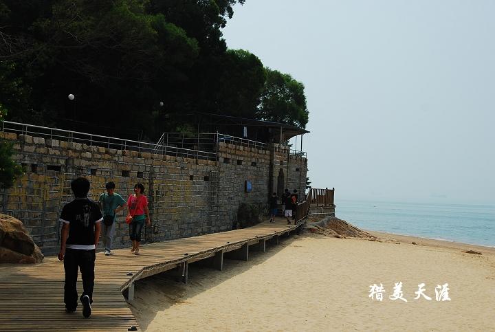 木栈道从厦大白城海滨浴场开始,沿海经过胡里山炮台,书法广场,曾厝垵