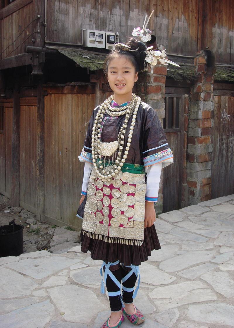 手绘侗族美女