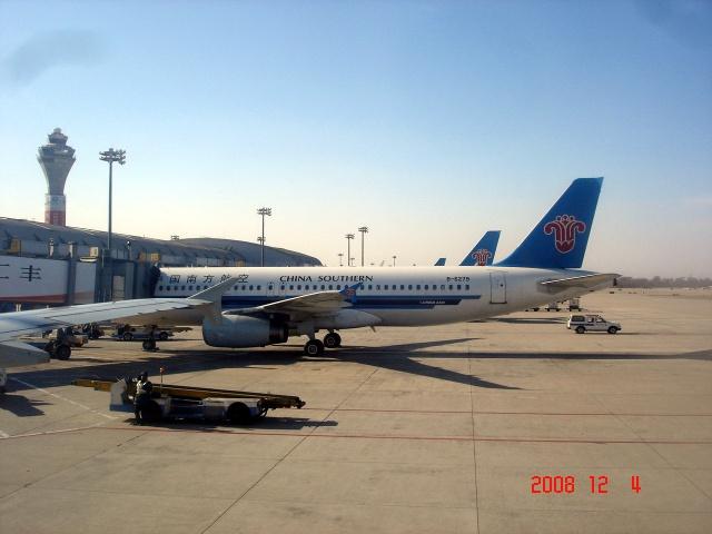 飞机降落首都国际机场(摄影)