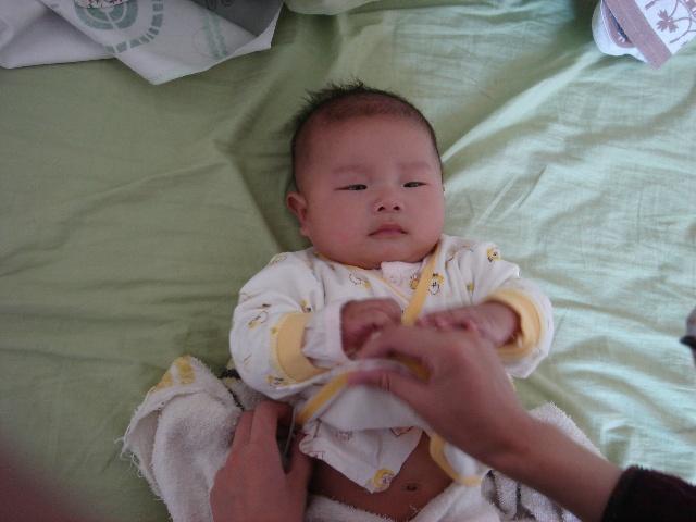 两个月可爱宝宝发型男