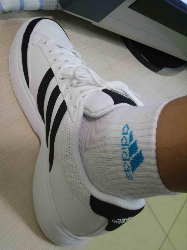 ad运动鞋+白袜