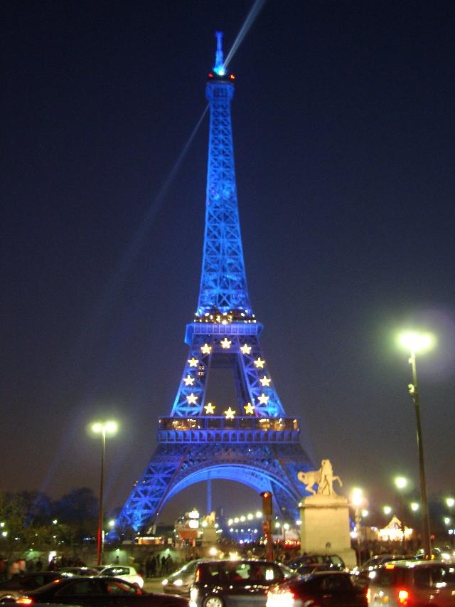 到了巴黎,一定要看埃菲尔铁塔的夜景