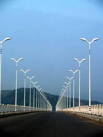 于2004年2月开工.     (图片374)广阳岛长江大桥近景.